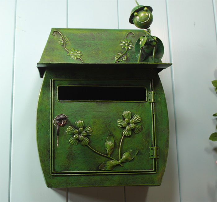 Wall-mounted metal mailbox